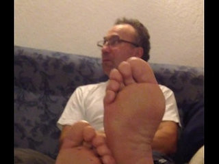 daddys bare feet